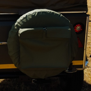 Spare wheel cover with pocket