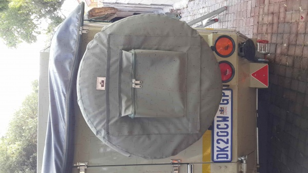 Spare wheel cover with braai grid pocket